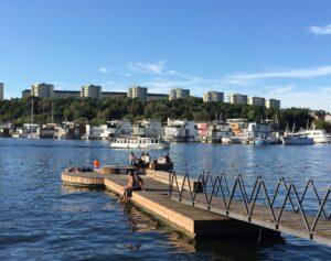 Johan Enbergs väg sett från andra sidan vattnet